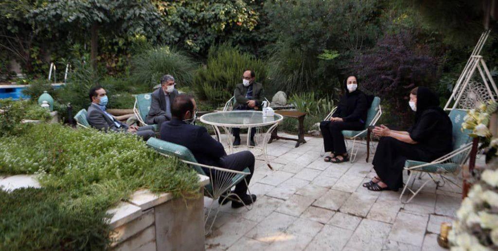 حضور وزیر فرهنگ و ارشاد اسلامی در منزل مرحوم خسرو سینایی